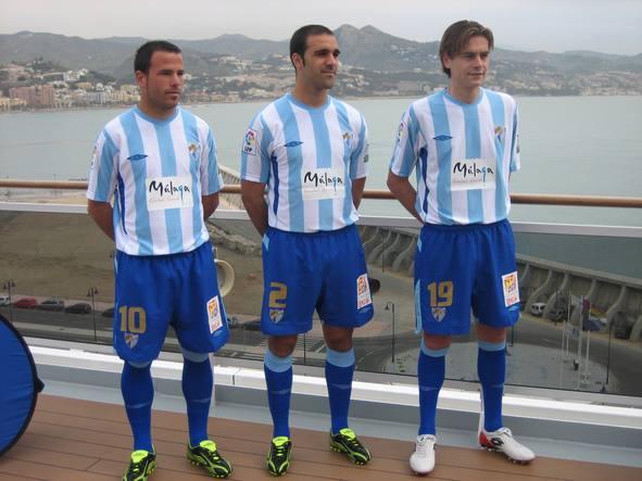 a5aaf79a0be8 El diseño del nuevo uniforme malaguista rememora las líneas maestras de las  elásticas de los años más emblemáticos del C.D. Málaga